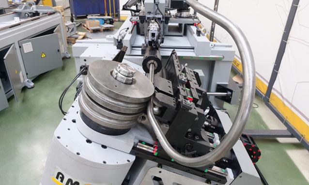curvadoras-de-tubo-cnc-direita-esquerda-totalmente-eletricas-eMOB42-2Bend-25x15_4
