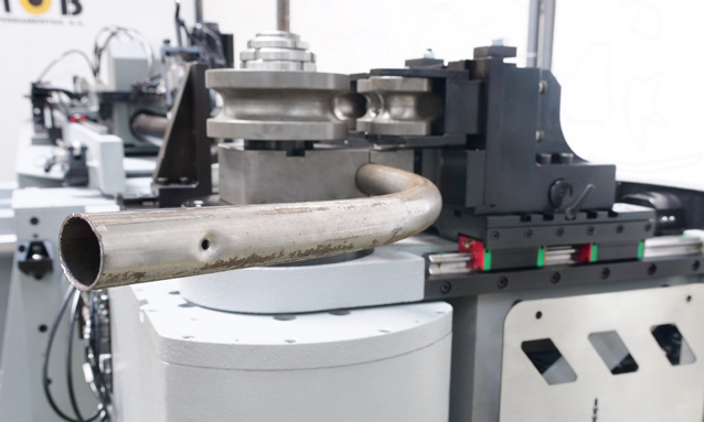 curvadoras-de-tubo-cnc-direita-esquerda-totalmente-eletricas-eMOB42-2Bend-35x15_2