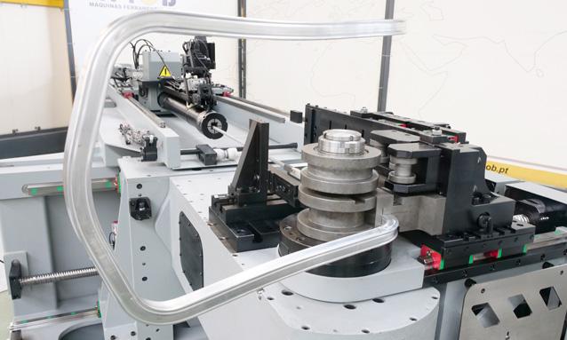 curvadoras-de-tubo-cnc-direita-esquerda-totalmente-eletricas-eMOB42CNC-2Bend-25x25x2-CLR270-165_4