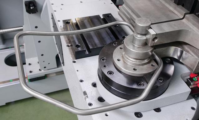 curvadoras-de-tubo-cnc-direita-esquerda-totalmente-eletricas-eMOB42CNC-2Bend-Rotative-Head-14x15-CLR435_1