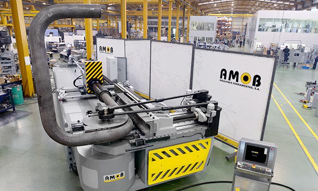 áquinas de curvar tubo NC e CNC AMOB-CH220