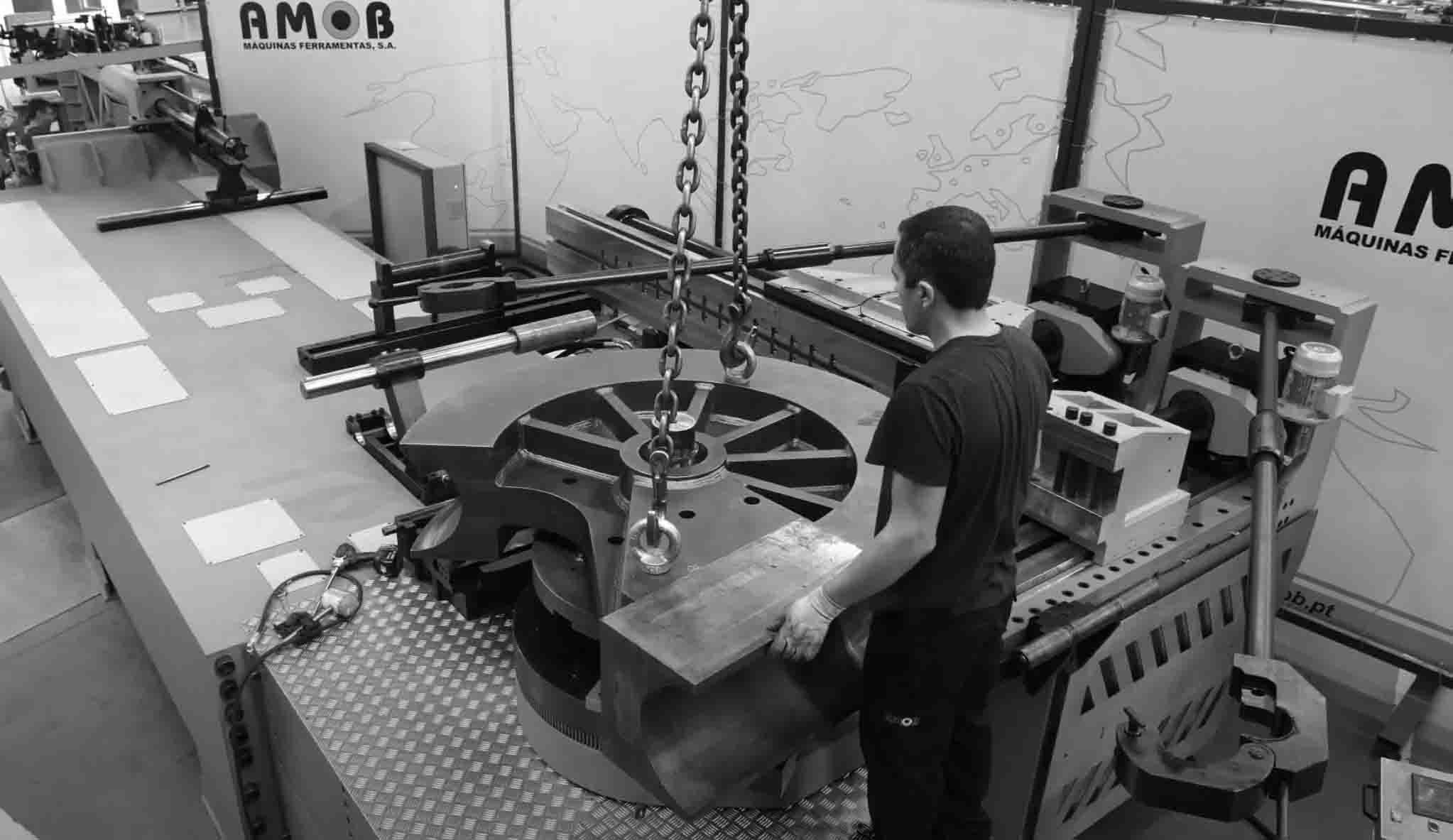 Maquina de curvar tubo CNC - CH350